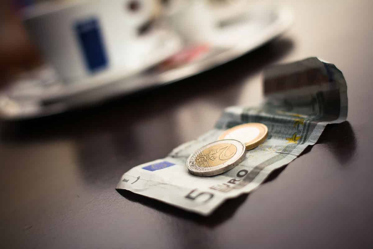 6 tapaa säästää 500 euroa vuodessa
